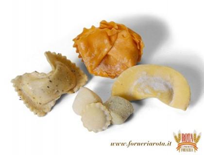 Erba cipollina, radicchio rosso, ricotta spinaci, casoncelli, gnocchi spinaci grana e patate